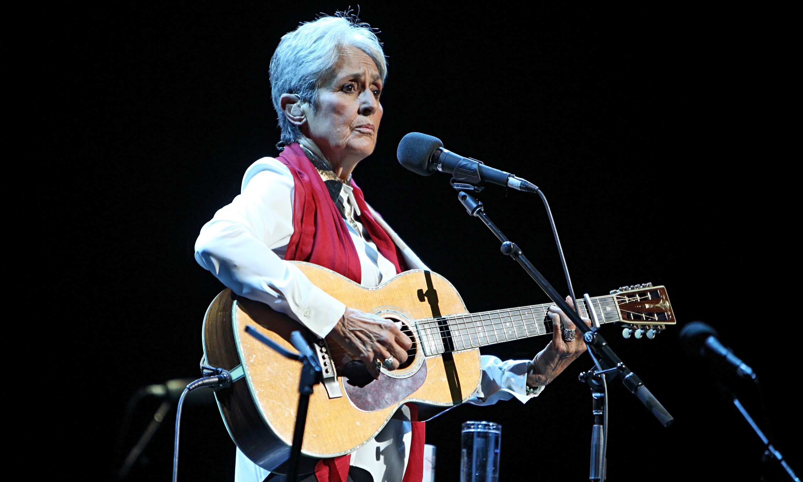 joan baez review an intimate thoughtful performance music the guardian. Black Bedroom Furniture Sets. Home Design Ideas