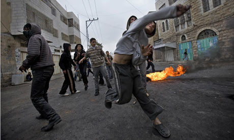 palestinian-kids-throwing-stones