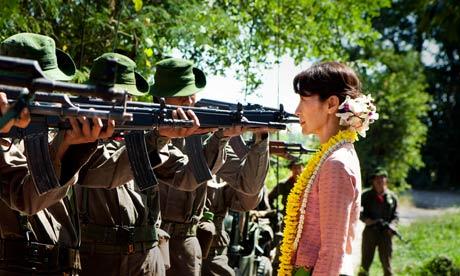 Perempuan di Moncong Senjata: Penggambaran Aung San Suu Kyi di film The Lady (2011)