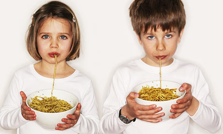 Children eating pasta