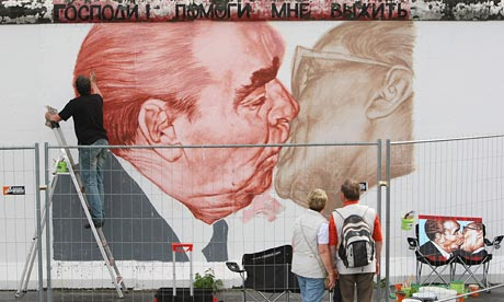 Dmitry Vrubel paints a mural