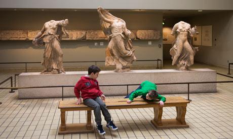 Χ.Πόρτερ:Δώστε τα μάρμαρα στους Έλληνες Children-play-near-Parthe-008