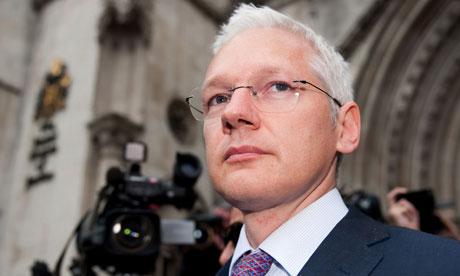 julian-assange-outside-high-court