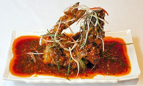 Curving deep-fried 'fish fragrant sea bass' in sauce