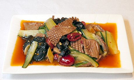 'Fire-exploded kidney flowers' with vegetables on a plate