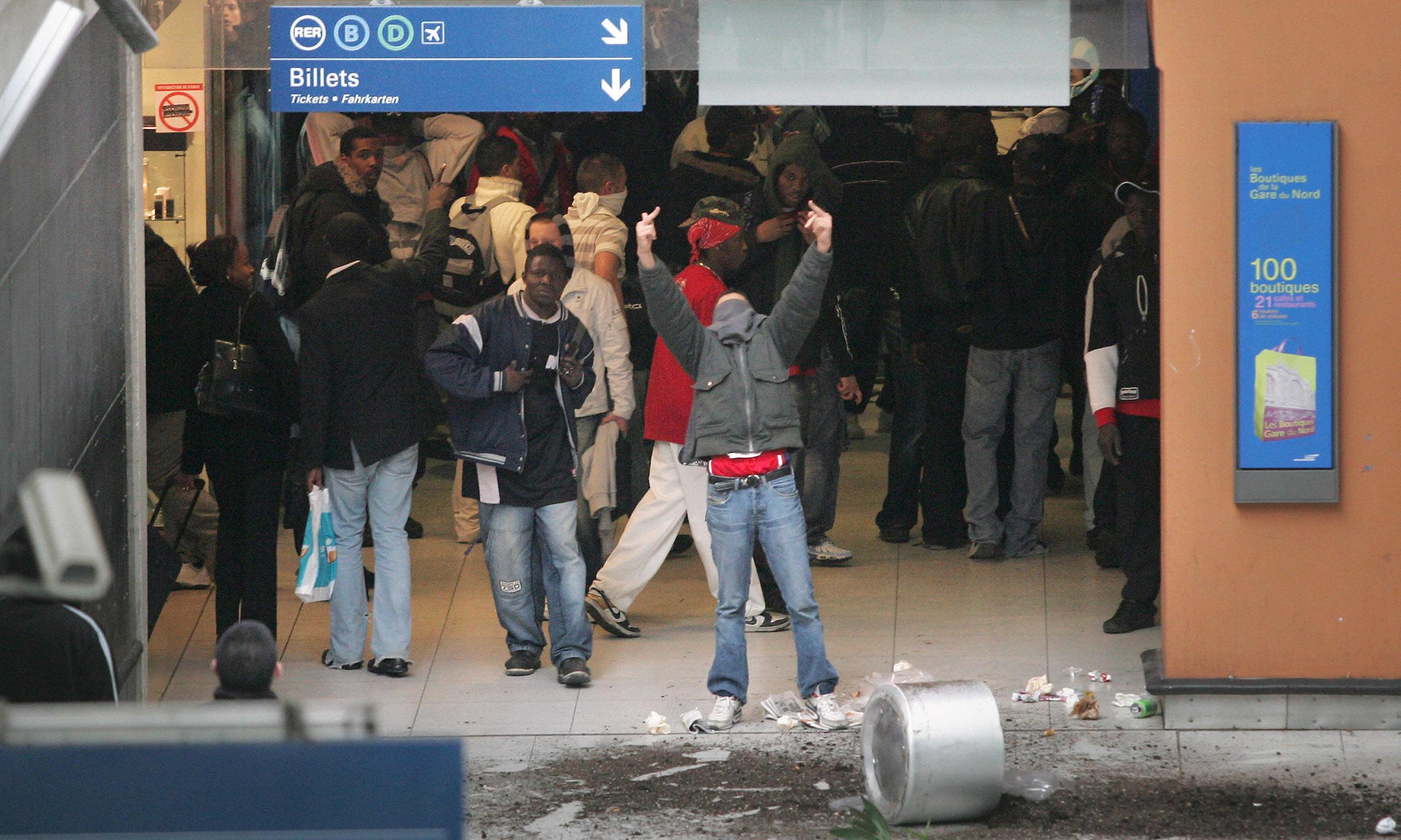 Riots Paris 2007 Riots at The Paris Gare du