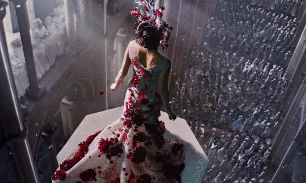 Queen bee Mila Kunis is h 010 Công chiếu tác phẩm Người thừa kế vũ trụ.
