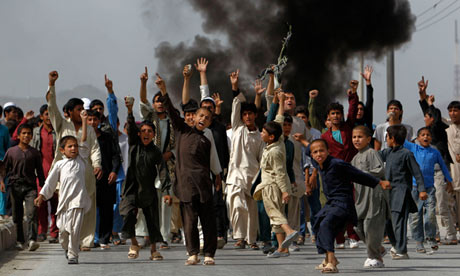 http://static.guim.co.uk/sys-images/Politics/Pix/pictures/2012/9/17/1347871988087/Afghan-protesters-during--010.jpg
