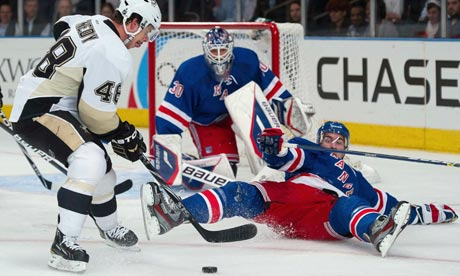 New York Rangers close gap on Pittsburgh Penguins in Atlantic Division