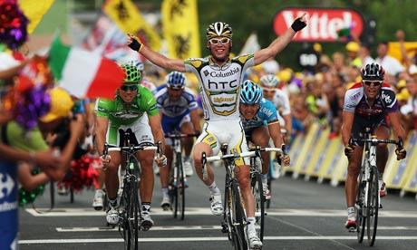 Mark Cavendish celebrates his win during stage 19