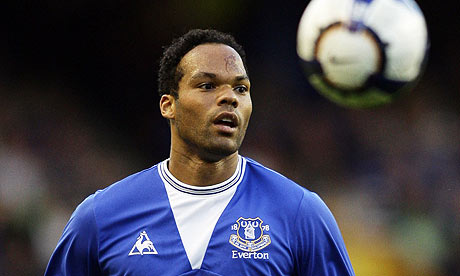 Joleon Lescott has told Everton that he wants to join Manchester City