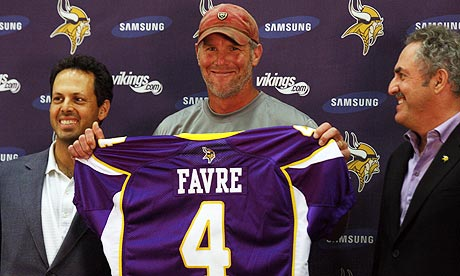brett favre vikings jersey. Brett Favre signs for