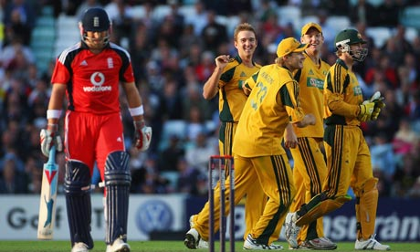 Nathan Hauritz is congratulated by team mates after dismissing Matt Prior