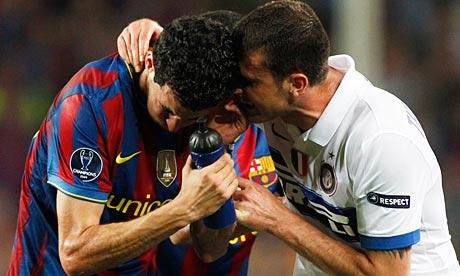 Thiago Motta scuffles with Barcelona's Sergio Busquetsa