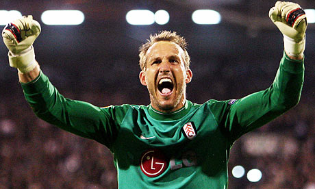 Mark Schwarzer celebrates Fulham's Europa League semi-final victory