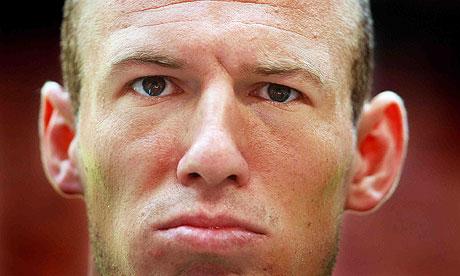 Arjen Robbens skade-CV vokser stadig. Det siste er at en lyskeoperasjon holder ham borte fra fotballbanen i ti nye dager! thumbnail