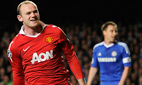 Manchester United's Wayne Rooney, left, celebrates his goal