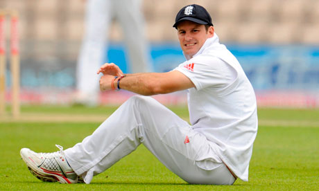 Andrew Strauss will play for Somerset in an attempt to regain some form ahead of the India series