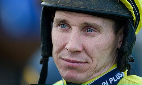 Richard Johnson rides Oscar Davy at Ffos Las