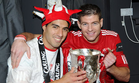 Photo of Steven Gerrard & his friend football player  Luis Suárez -