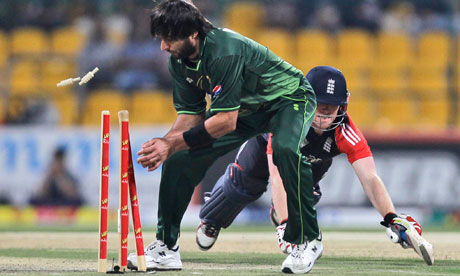 Pakistan's Shahid Afridi runs out England's Eoin Morgan