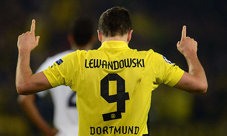 Robert Lewandowski has been linked with a move to Manchester United    Lewandowski Celebration