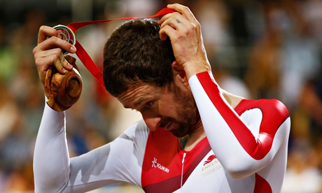 Commonwealth Games 2014: Bradley Wiggins has to settle for silver