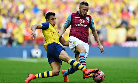Tom Cleverley joins Everton on free transfer from Manchester United