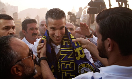Robin van Persie vows to win trophies at Fenerbahce unveiling