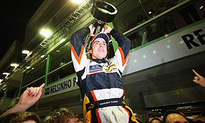 Fernando Alonso wins the Singapore grand prix