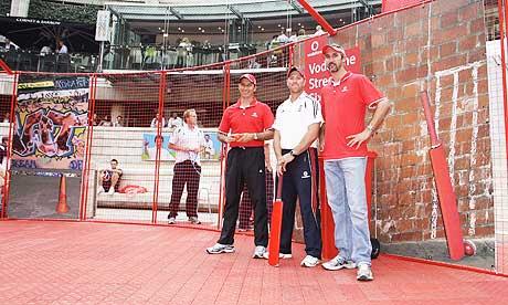 Nasser Hussain with Matt Prior and Jason Gillespie