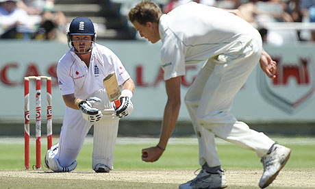 Ian Bell maintains England's defence