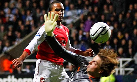 Arsenal's Theo Walcott puts the ball past goalkeeper Tim Krul.