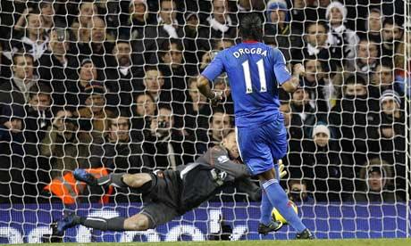 Didier Drogba Chelsea Heurelho Gomes Tottenham
