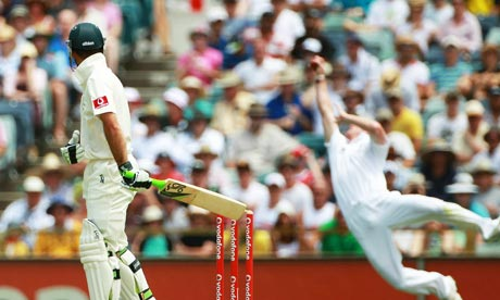 Paul Collingwood catches Ricky Ponting