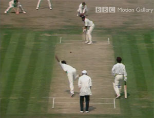 Mike Selvey bowls to Viv
