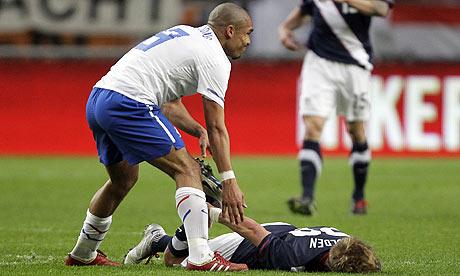 Bad Break: Nigel de Jong (Manchester City & Holland) vs Stuart Holden (Bolton & United States)