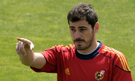 http://static.guim.co.uk/sys-images/Sport/Pix/pictures/2010/6/16/1276676469743/Spains-goalkeeper-and-cap-006.jpg