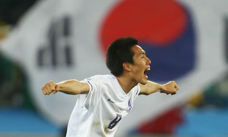 http://static.guim.co.uk/sys-images/Sport/Pix/pictures/2010/6/22/1277240314408/Nigeria-v-South-Korea-006.jpg