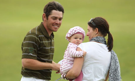LOUIS OOSTHUIZEN celebrates his Open win with wife Nel Mare and baby ...