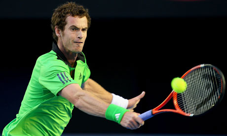 Andy Murray returns to David Ferrer