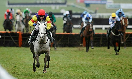 Grands Crus wins the Cleeve Hurdle at Cheltenham