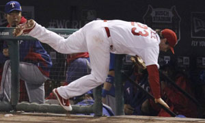 World Series 2011 G7 - Freese catch