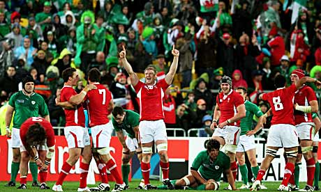 Wales-celebrate-their-win-007.jpg