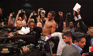 Lamont Peterson beats Amir Khan