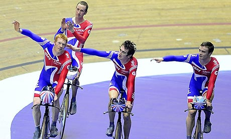 The British men's pursuit team take the applause of the criiowd