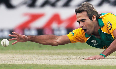 Imran Tahir of South Africa drops a catch