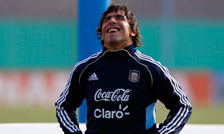 Argentina's Carlos Tevez could leave Manchester City, if Corinthians make an improved third offer