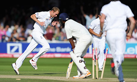 Stuart Broad takes the wicket of Abhinav Mukund