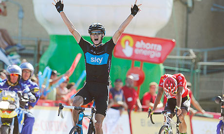 Chris Froome celebrates winning stage 17 of the Vuelta a España